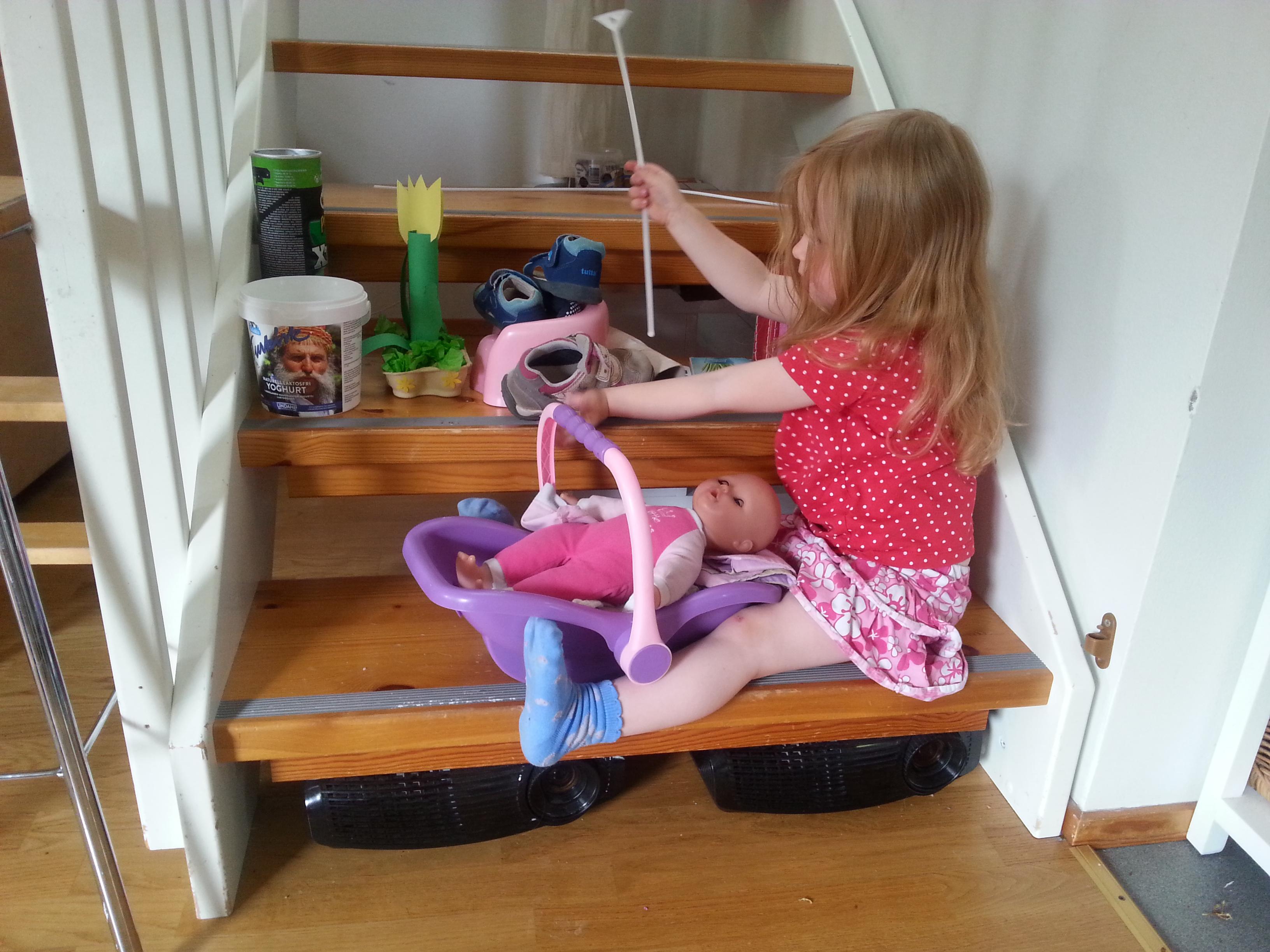 Leikkivä lapsi kodin ilmapuntarina